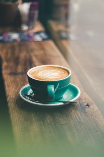 UCC上島珈琲は、16種類のコーヒー豆から自分の好みにあった「My COFFEE お届け便」が毎月届く、コーヒーのサブスクサービスを展開しています。  また、ネスレ日本は「ネスカフェ アンバサダー」や「定期お届け便」などのサービスを導入しているのでチェックしてみて。