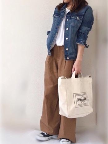 オーバーサイズのゆるりとしたシルエットのデニムジャケットならラフな感じの着こなしに、コンパクトサイズのものならボリューム感のあるスカートや、ワイドパンツなどと合わせるとバランスの良い着こなしになりますよ。