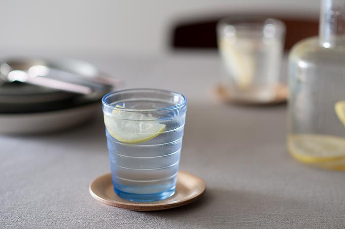 容量220mlのタンブラーは水やお茶、ジュースやお酒など、どんな飲み物にも気軽に使える大きさで、普段使いからおもてなしシーンまで幅広く活躍してくれます。