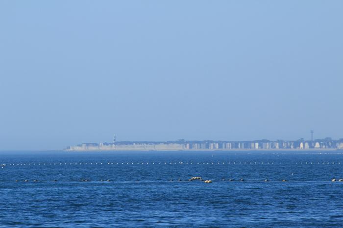 黒部市のお隣の魚津市は、蜃気楼の名所として知られています。いくつかの条件がそろわないと見ることができない神秘的な景色に、思わずうっとり。海岸沿いにある「しんきろうロード」は、ドライブやサイクリング、散策の名所となっています。