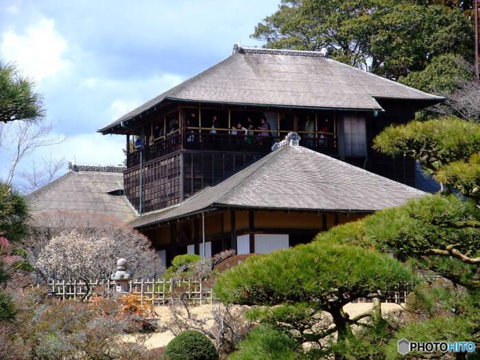 梅の異名をあらわす「好文」の名を持つ「好文亭」。もともとあった「好文亭」昭和20年の空襲で全焼してしまいましたが、昭和30年から3年かけて復元されました。