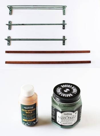デザインによっても違いますが、棚になる部分と固定する方法を決めて材料を用意します。今回は細い木材に棚部分を固定する方法。塗料などはお好みで用意してくださいね。