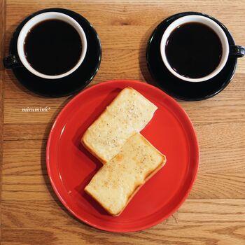 とろりととろけるチーズと、香ばしく焼き上げたトーストがたまらない「チーズトースト」。厚切りの食パンでお腹も心も満たされます◎