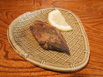 糠を落とし、ガスやオーブントースター軽く焼くと「焼きへしこ」に。お茶漬けにしても。