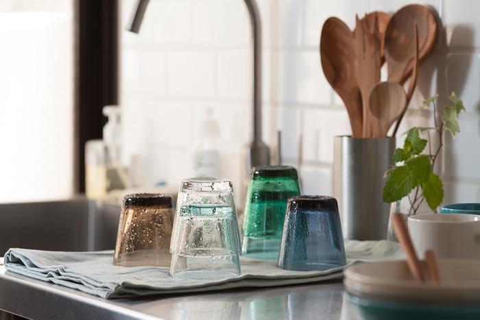 今回ご紹介したシリーズの中で「MOOMIN(ムーミン)」のグラスだけは食洗機が使用できませんが、そのほかのグラスは全て食洗機に対応しています。外箱のシールなどにも記載されていますので、使用する前にチェックしてみてくださいね。