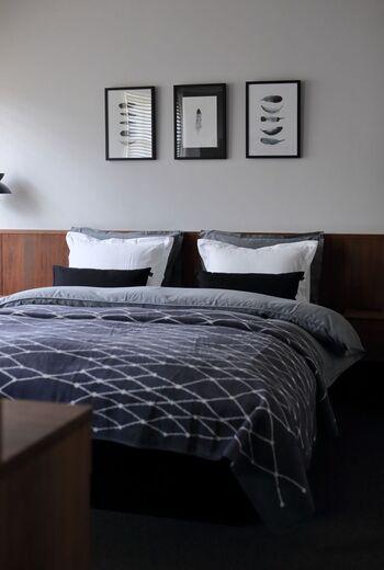 こちらのブロガーさんは、寝室を冬仕様に模様替え。ベッドにブランケットをかけるだけで、一気にぬくもり感がアップするのだそう♪上からかけるだけなので、簡単に模様替えできちゃいます。ブランケットを探すときには、あらかじめベッドのサイズを測っておくとスムーズに選べますよ。