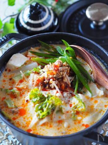 なんと、包んでいないのにお口の中でワンタン風味が広がる!感動体験を楽しめるのが、こちらの坦々ワンタンスープ!  超簡単プロセスで、あのワンタンのチュルン!とした食感が味わえます♪  先ほど同様のピリ辛スープですが、全く違った味わい&食感なので、辛い物好きなあなたも気分に合わせて楽しめますね!