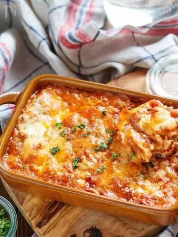 おいしいけれどカロリーたっぷり・・・なラザニアも、豆乳を加えてヘルシーさUP!しかも、餃子の皮を使うことで手に入りやすい素材で簡単に仕上がります♪  おもてなしにも◎の魅力的レシピです♪