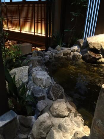 富山駅の周辺には、入浴・温泉施設がたくさんあります。ドーミーイングループが運営する2カ所の宿は、天然温泉を完備。「御宿野乃」は日帰り入浴にも対応しており、洗練された空間でのんびりホテルステイを楽しむことができますよ。駅からは車で約5分。帰りの電車に乗る前、富山旅行の締めに利用してみてはいかがでしょうか。