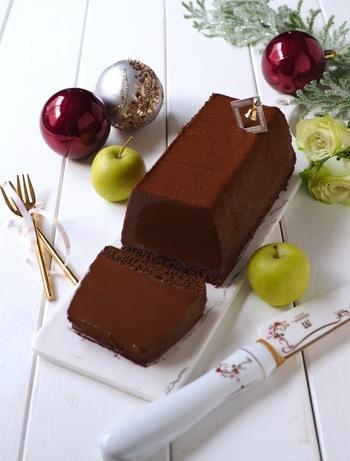 板チョコで簡単に作れるランゴ・オ・ショコラ。濃厚な味わいはチョコ好きにたまらないスイーツ!なめらかな生チョコが口の中でとろけます。洋酒が香る大人のクリスマスディナーの最後を締めくくるのにぴったりです。