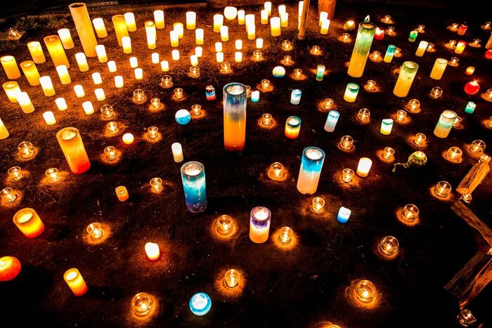 続いては、国籍や宗教の違いも越えて、みんなで平和を願おうという代官山のクリスマスイベントです。今年は12月22日(日)に開催予定。「蔦屋T-SITE」や「BESS」では、キャンドルアーティストによる素敵な装飾を楽しむことができます。