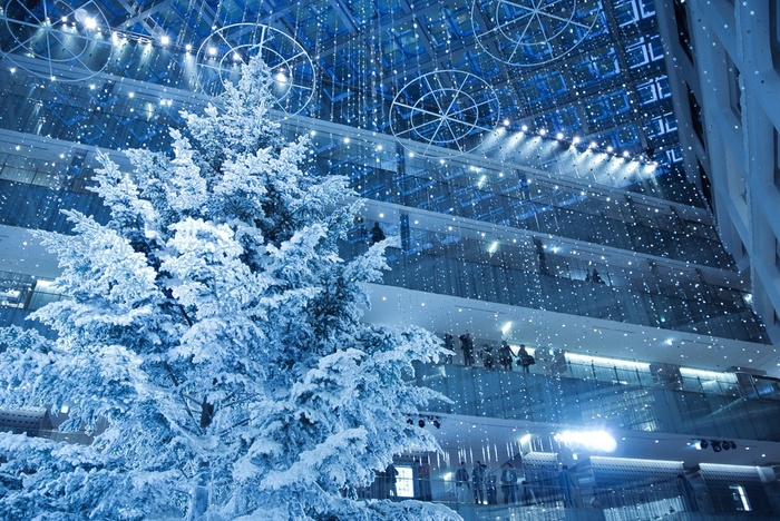 屋内日本最大級の高さを誇る真っ白のツリーが好評だった丸の内KITTEの「WHITE KITTE」。今年はツリーをリニューアルし、「こころ、むすぶ、クリスマス。」をテーマに11月20日(水)から12月25日(水)にクリスマスイベントが開催されます。