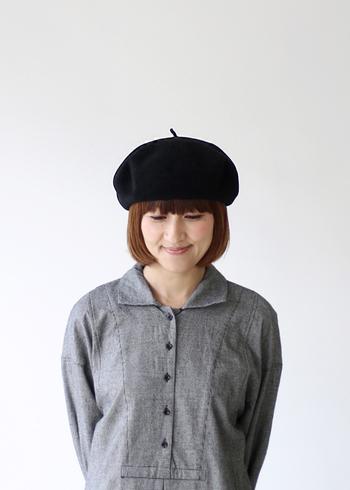 ベレー帽はストンとしたシンプルボブに好相性。ベレー帽の形も綺麗に見えます。