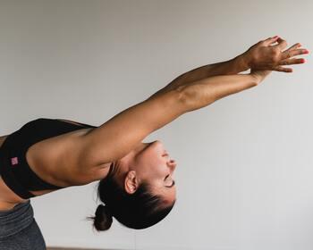 鍛えるほどに筋肉が引き締まっていくことを喜びに、いつまでもが健康でいるための備えにもなる筋トレ。美しさと健康のために、一番遠回りなようでいて実は最も効果的な近道なのかもしれません。そんな筋トレを、今日からマイペースに始めてみませんか?