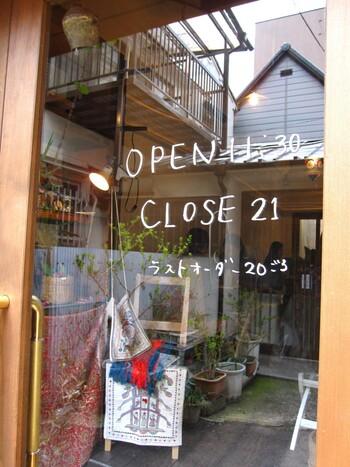 ゆったりとしたレトロな街並みの「中崎町」。今回ご紹介したカフェはもちろん、他にも魅力的なお店がたくさんあります。今度のお休みは梅田からちょっぴり足を伸ばして、中崎町までお散歩に行ってみませんか。