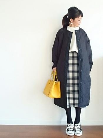 冬にモコモコのダウンのコートだと着ぶくれしがち。でも、キルティングコートなら暖かくすっきりと着こなせます。