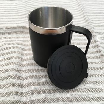 100円均一のお店でもステンレスのマグカップが買えちゃうんです!こちらは「Can☆Do」で販売されていたステンレスマグ。フタ付きで万が一倒してもこぼれにくいのが嬉しいですね。
