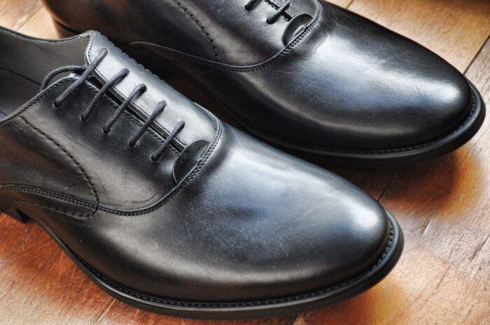 綺麗に手入れの行き届いた靴は、「あと一歩がんばってみよう」といった気持ちを高めてくれる不思議なエネルギーを持ちますし、見た目にも美しく、人から見た印象も変わってくるものです。
