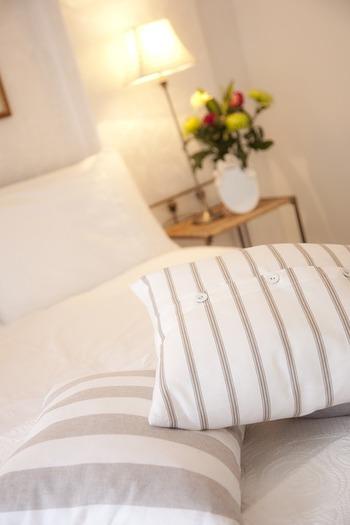 しかし自分にぴったり合う枕を見つけることさえできれば、眠りの質は格段にアップすると言われています。 それでは、どうすれば快眠に繋がる枕選びができるのか、そのポイントを見ていきましょう。