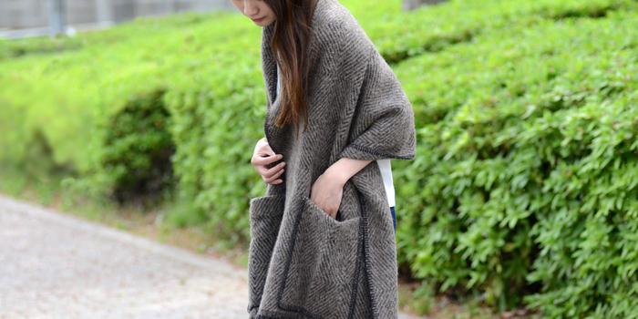 日本でも年々愛用者が増えていくフィンランドのテキスタイルブランド「ラプアンカンクリ」のポケットショール。適度な厚みの柔らかいウールに、ラフに羽織るだけで様になるデザイン。携帯やお財布がスポッと入る大きめのポケットもかなり便利で、手放せません。プレゼントにもおすすめですよ。