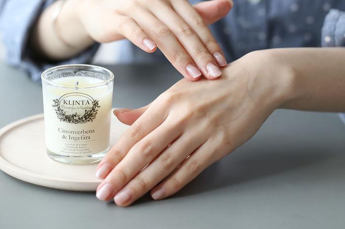 高価なコスメにはなかなか手が出なくても、お肌にご褒美をあげることは可能です。それは、いつもより丁寧なスキンケアをすること。いつもよりたっぷり化粧水を使う、インターバルをおいて美容液や保湿液を浸透させるなど、少しの手間をかけてあげるだけでも、もちもちお肌になれますよ。