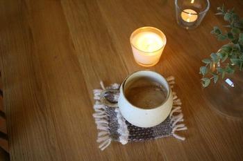 キャンドルの灯りを見ながら、温かい飲み物でホッと一息。一日の疲れも癒されます。