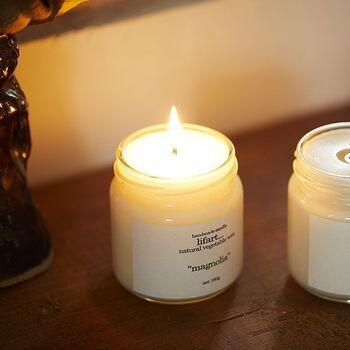 ティーツリーとゼラニウムの爽やかな香りを楽しめるキャンドル。ハンドメイドで作られていて、煙の出にくい植物性オイルが使われています。