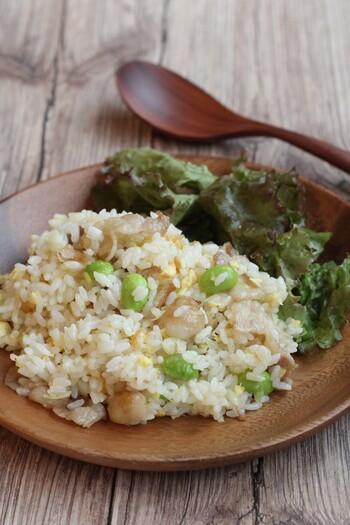ご飯とネギ塩の相性は言わずもがな!そんな二つをチャーハンにしてしまったのがこちらのレシピです。豚バラとネギさえあれば形になるのが魅力的。ネギ塩好きなら仕上げにタレをたっぷりかけても◎