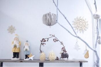 大きなタイプでも、枝だけなので部屋の中がスッキリ&ナチュラルな雰囲気を保ったまま、クリスマスの佇まいを醸し出せます。