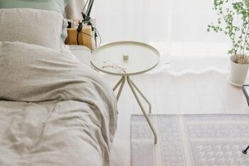 デンマーク発祥のブランド、「ソストレーネグレーネ(Søstrene Grene)」のサイドテーブルは淡いグリーンがガーリーな雰囲気で、とてもキュート。リーズナブルに可愛らしさをプラスしたいときにおすすめのラウンドテーブルです。