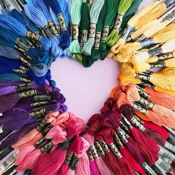 刺繍糸はいろいろな種類がありますが、一般的な6本一束になった25番が使いやすいと思います。 図案に合わせて、2~3本とって使用します。
