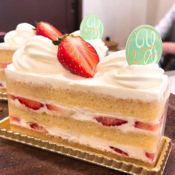 季節感を大事にするパティスリーユウササゲさん。ショートケーキにも旬の果物を使用します。いちごが旬になる冬から春に登場するいちごのショートケーキは、上品な甘さが特徴。口どけも軽やかです。見た目も品があってかわいらしい◎自分へのご褒美はもちろん、手土産などにも良さそうです。