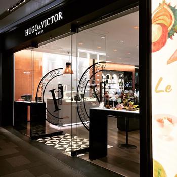 世界的にも有名なパティシエ、ユーグ・プジェさんが手掛ける<HUGO&VICTOR>。2010年にパリで誕生したスイーツブランドです。素材へのこだわりが強く、誰もが安心して食べられるスイーツ作りに力を入れています。日本には2015年、新宿伊勢丹に初上陸。フィナンシェやチョコレートなど、手土産の品も人気です。