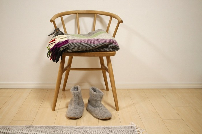 こちらはあたたかなブーツタイプのルームシューズ。毛足の長いボア素材は寒い季節の冷えた足元をしっかりと温めてくれます。裏面はスエード素材なので足音が静かなのも嬉しいポイント♪
