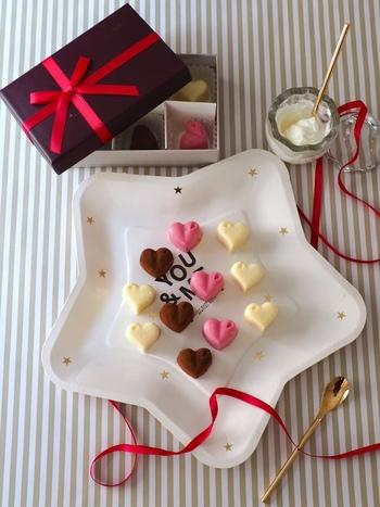 チョコのほかに使う材料は、水切りヨーグルトだけ。シンプル&ヘルシーな生チョコですから、ダイエット中の方にもおすすめです。どうしても甘いものが食べたくなったら、いかがでしょう。