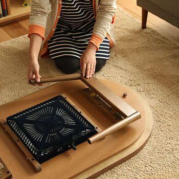 収納することを考えるなら、折りたたみ式のこたつがベスト。また、フラットヒーターは収納に便利なのはもちろん、普通のテーブルとして使う時もヒーターが目立たず、すっきりして見えます。