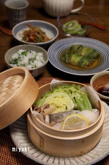 鱈と野菜をたっぷり入れたせいろ蒸し。和食ならではの一品ですね。あっさりとポン酢でいただきます。