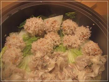 エビと、ニンジンやたまねぎなどの野菜がたっぷり入ったもち米シュウマイ。肉も野菜も一度に食べられるので、お子さんにも食べてもらいたいですね。