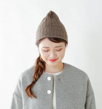 「WILLIAM BRUNTON(ウィリアムブラントン)」の100%カシミヤリブニット帽は、スコットランド産のカシミヤだけを使い、しっとり柔らかな肌触り。極上の被り心地と暖かさは、職人の手でひとつひとつハンドメイドされています。