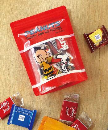 緊急時に素早くエネルギー補給できるお菓子。チョコや飴など食べ慣れたお菓子を入れて、バッグに入れやすい小分けにしておきましょう。キャラクターや好きなデザインのストレージバッグに入れておくと、少し気持ちが落ち着くかもしれませんね。