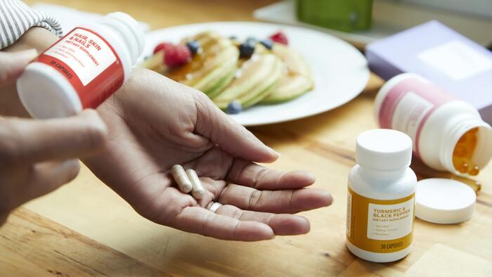 また過激なダイエットで筋肉量を減らしてしまうと、より冷えやすくなり、慢性的な冷えに悩まされてしまうかもしれません。