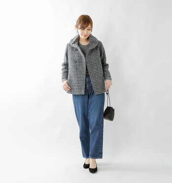 上品でクラシカルな印象を与える、ガンクラブチェック柄のショート丈コート。ウール混の両面起毛生地で、暖かさと軽さの両立を叶えた一着です。スカートとパンツスタイル、どちらにも合わせやすい丈感で、様々なシーンで活躍してくれます。
