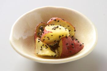 蒸すだけで、しっとり濃厚な甘さを堪能できるプレミアムなさつまいも。中でも安納芋は焼き芋にすると蜜が出るほどの甘さが特徴的。まずはシンプルないただき方で素材そのものの美味しさを堪能しましょう。
