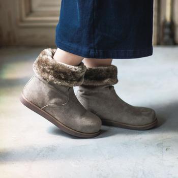 そして履き口を折り返して2wayで履くこともできます。ファーが見えてショート丈になるとかわいらしい印象に。合わせるボトムスやコーデ全体のイメージで変化をつけてみましょう。