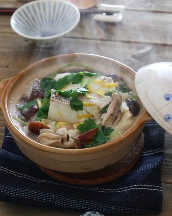 タラを使ったみぞれ煮込みうどんは、タラとキノコの旨味、そして柚子の香りと大根おろしのさっぱり味がマッチしていて、なんとも贅沢な一品です。身体の芯から温まりそうですね。