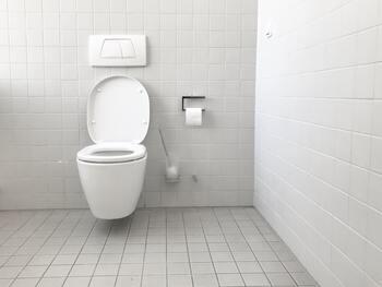 近くにトイレがない時や、しばらくトイレを使えない緊急時に便利な携帯用トイレ。抗菌・消臭タイプのものを選べばにおいも気になりにくく、周りに漏れてしまう心配もありません。いざという時に持っていると心強いでしょう。