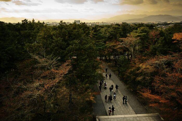 何世紀もの年月が経ってしまっているため、五右衛門が見た景色とはもちろん違うものになってしまっていますが、楼上から一望できる京都市内の景色は素晴らしく、四季折々の景観美を楽しむことができるでしょう。