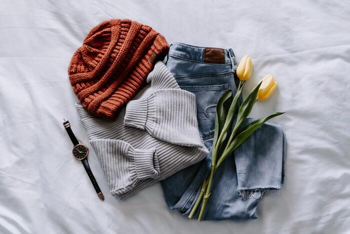 服を着る時、自分がわくわくする組み合わせをまず一つ考えてみましよう。もし「どんな組み合わせを考えてもいい感じにならない」と感じるアイテムがあれば、それは自分の中での賞味期限が切れた服です。期限切れの服は処分して「着るのが楽しい」と感じる物だけにブラッシュアップしてみましょう。