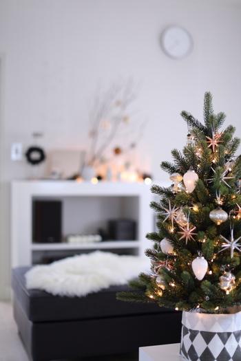煌めくツリーは小さめでも存在感抜群。お部屋を一気にクリスマスムードにシフトしてくれます。