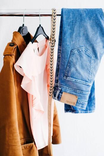覚えていないほど服があるという事は、めったに着ていないという事。服は手入れしないまま長く置くとシミが出たり色が変わったり…と劣化してしまいます。高いから・もったいないから・大事だから・めったに着ないが、一番「もったいない」着方かもしれません。気に入っている服はすぐに手に取れるようにしておくのが正解です。